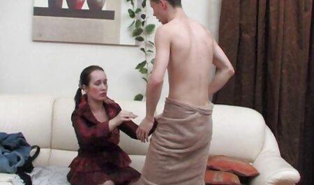Atado desnudo en público porno español profesional y regado con manguera